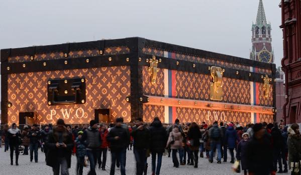 Павильон в виде чемодана Louis Vuitton на Красной площади